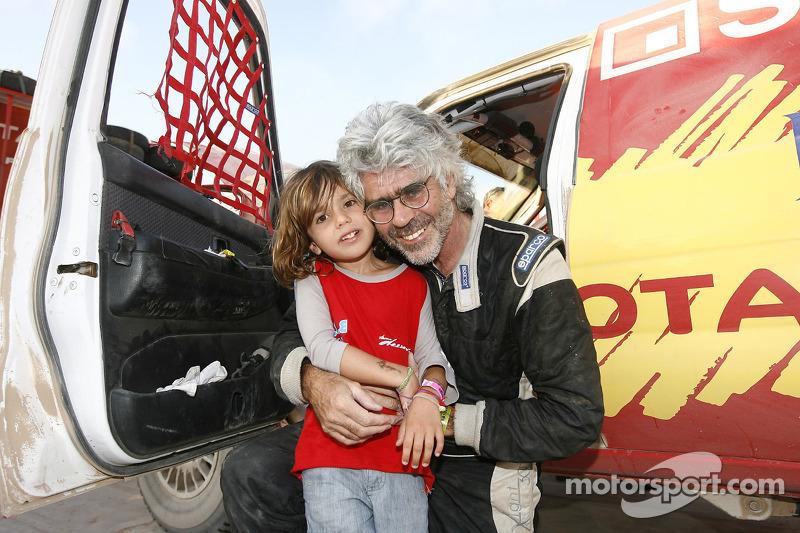 Jean-Pierre Strugo avec son petit-fils Jordan