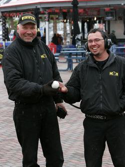 Météo inhabituelle sur Daytona: bataille de boules de neige dans la Fan zone