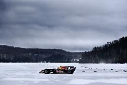 Sebastien Buemi Red Bull Racing F1 Cari snow, Circuit Gilles-Villeneuve Lac-����-l'Eau-Claire, Qu��bec, Canada