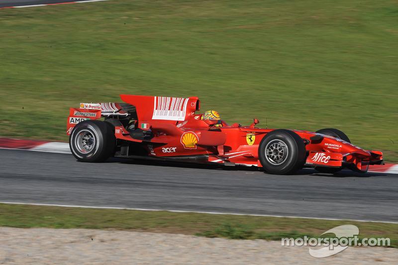 فالنتينو روسي يختبر سيارة فيراري اف2008
