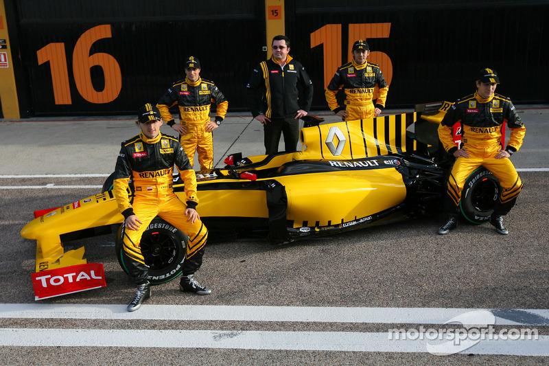 Robert Kubica, Renault F1 Team, Jerome D'Ambrosio, Test Driver, Renault F1 Team, Vitaly Petrov, Test Driver, Renault F1 Team, Ho-Pin Tung, Test Driver, Renault F1 Team et Eric Boullier, Team Principal, Renault F1 Team