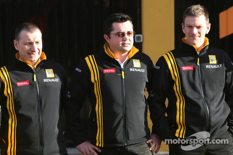 Bob Bell, Renault F1 Team, Team managing director, Eric Boullier, Team Principal, Renault F1 Team et Rob Wdroite
