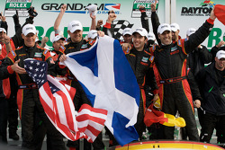 Victory lane: winnaar DP en algemeen Joao Barbosa, Terry Borcheller, Ryan Dalziel en Mike Rockenfell