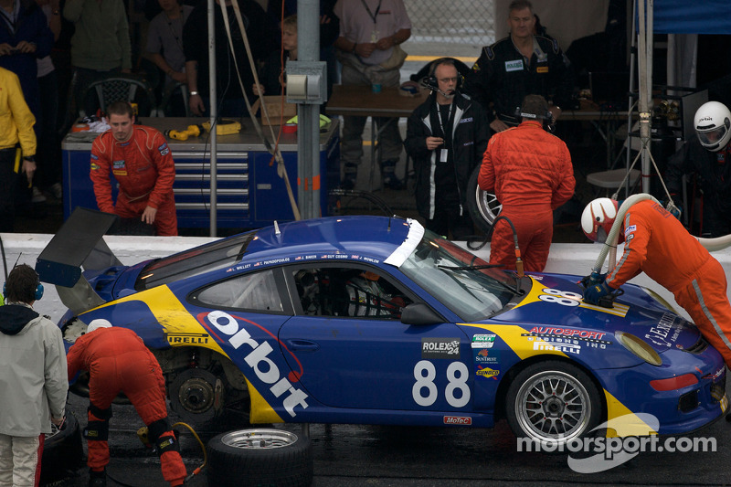 Pitstop #88 Orbit Racing Porsche GT3: John Baker, Guy Cosmo, Johnny Mowlem, Tom Papadopoulos, Lance Willsey