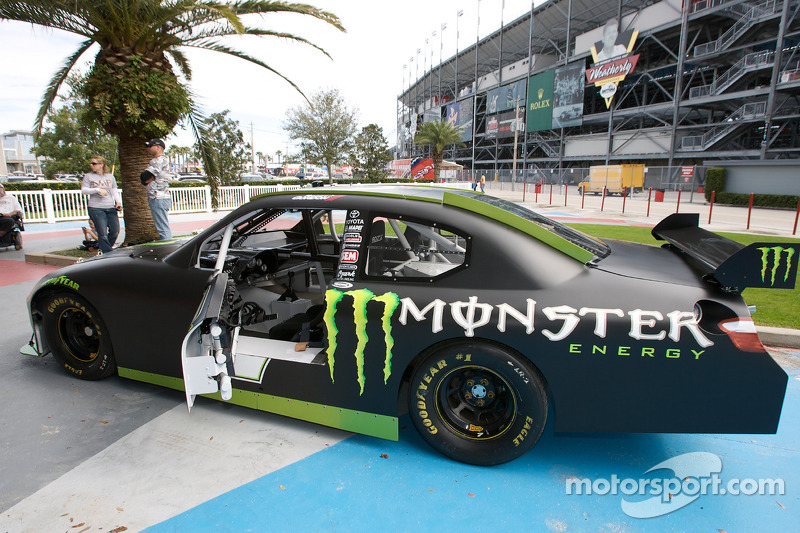 The street legal toyota nascar sprint cup car of robby for What motor does nascar use