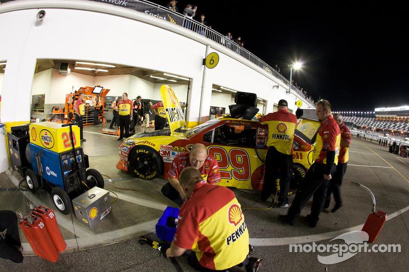 Richard Childress Racing Chevrolet crew werkt aan Kevin Harvick