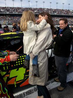 Ingrid Vandebosch, vrouw van Jeff Gordon, Hendrick Motorsports Chevrolet, en their dochter Ella Sofia