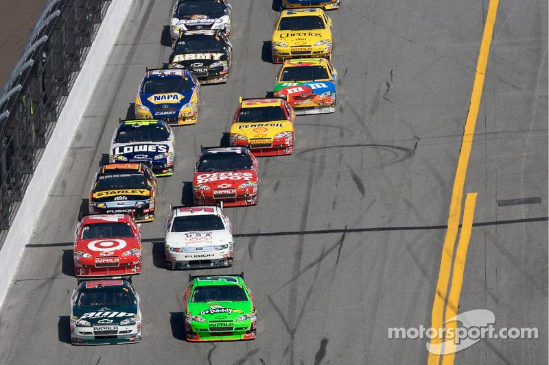 Dale Earnhardt Jr., Hendrick Motorsports Chevrolet en Mark Martin, Hendrick Motorsports Chevrolet ve