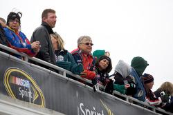 Frozen fans watch garage activity