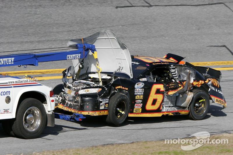 Beschadigde auto van Steve Wallace