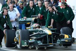Fairuz Fauzy, Test Driver, Lotus F1 Team, T127 stops in the pitlane