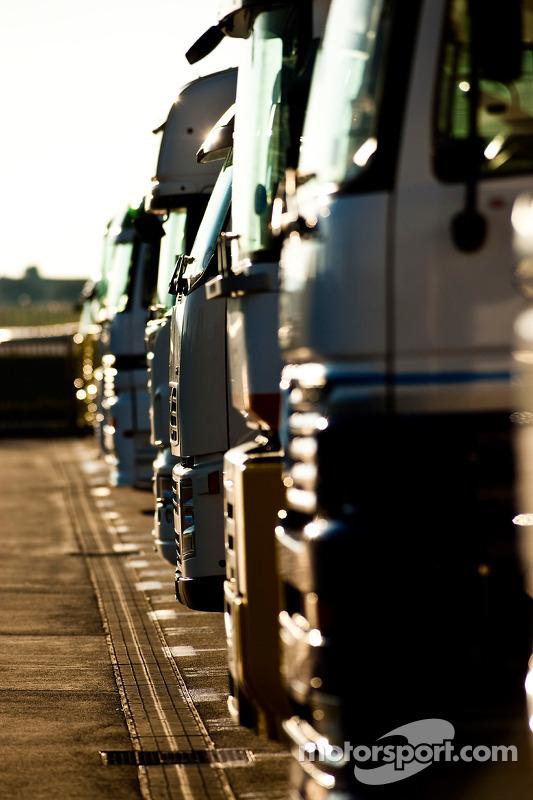 Trucks in de paddock