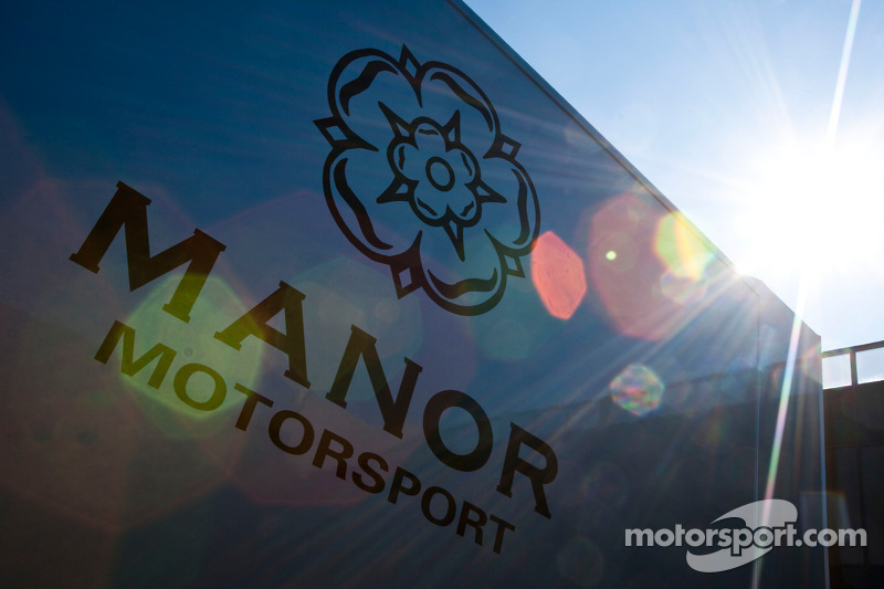 Manor motorsport truck en logo