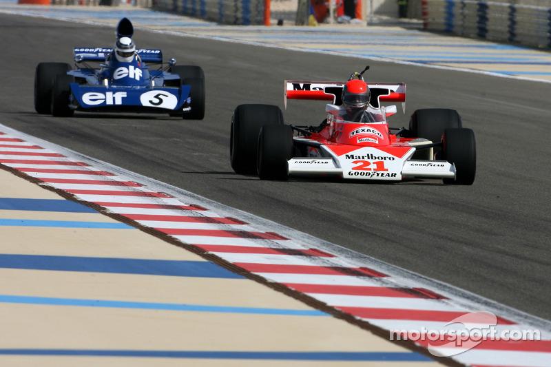 1976 McLaren M23 et Sir Jackie Stewart, 1969, 1971, 1973 F1 Champion du Monde pilote la 1973 Tyrrell-Ford 006