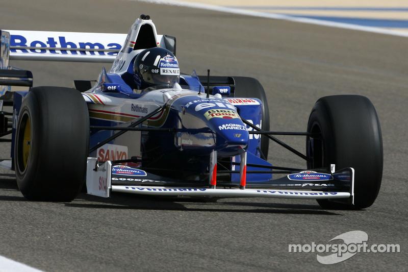 Damon Hill, 1996 F1 wereldkampioen rijdt de 1996 Williams Renault FW18