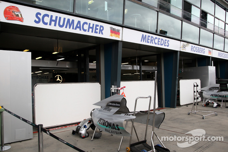 Voorbereiding, garage Michael Schumacher, Mercedes GP