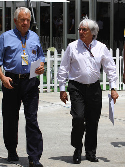 Charlie Whiting, FIA safety delegate, Race director and offical starter with Bernie Ecclestone