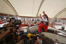 vainqueurs Sébastien Loeb et Daniel Elena célèbre la victoire avec Citroën Total World Rally Team membres de l'équipe