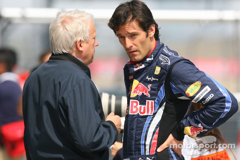 Charlie Whiting, FIA Safty delegate, Race director en offical starter en Mark Webber, Red Bull Racing