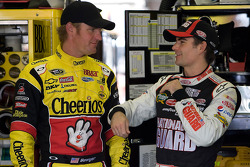 Clint Bowyer, Richard Childress Racing Chevrolet and Jeff Gordon, Hendrick Motorsports Chevrolet