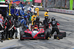 Justin Wilson, Dreyer and Reinbold Racing makes a pitstop