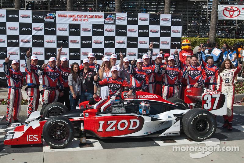 Ryan Hunter-Reay en team vieren overwinning