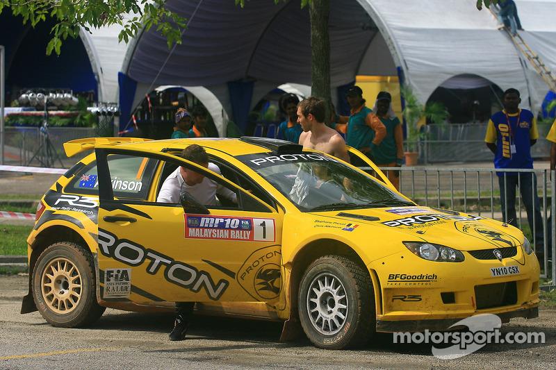 Chris Atkinson met co-piloot Stéphane Prévot of Proton R3 Malaysia