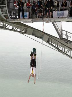 Daniel Elena bungee jumps from Auckland Bridge