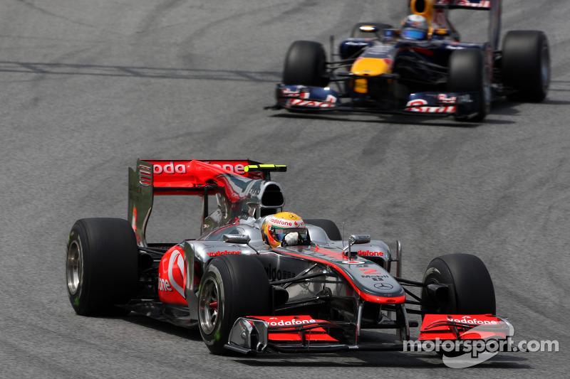Lewis Hamilton, McLaren Mercedes devance Sebastian Vettel, Red Bull Racing