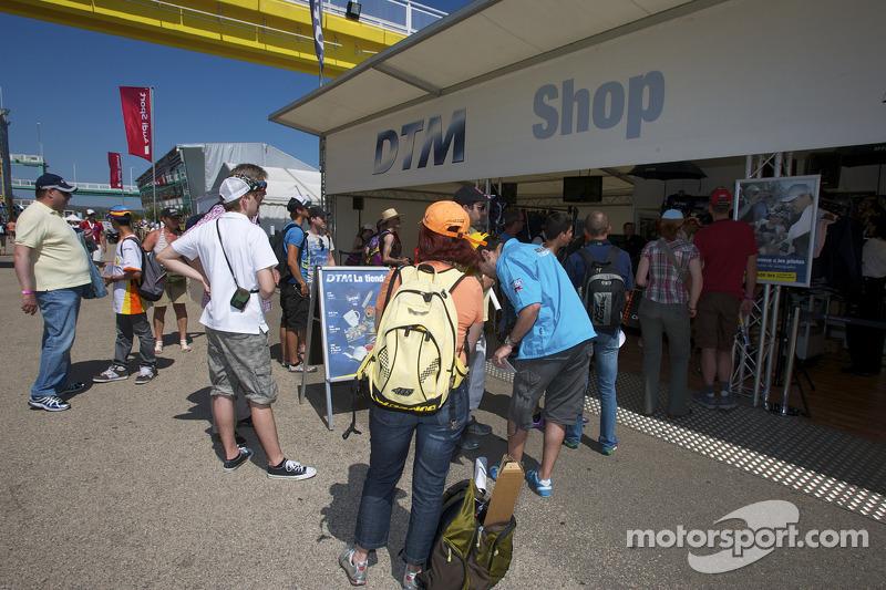 DTM winkel in de paddock