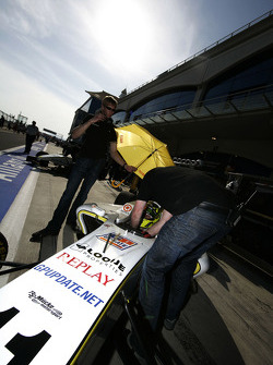 The team prepare Renger Van Der Zande for the race in the pits