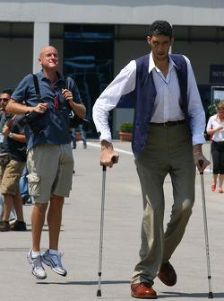 The worlds tallest man Sultan Kosen