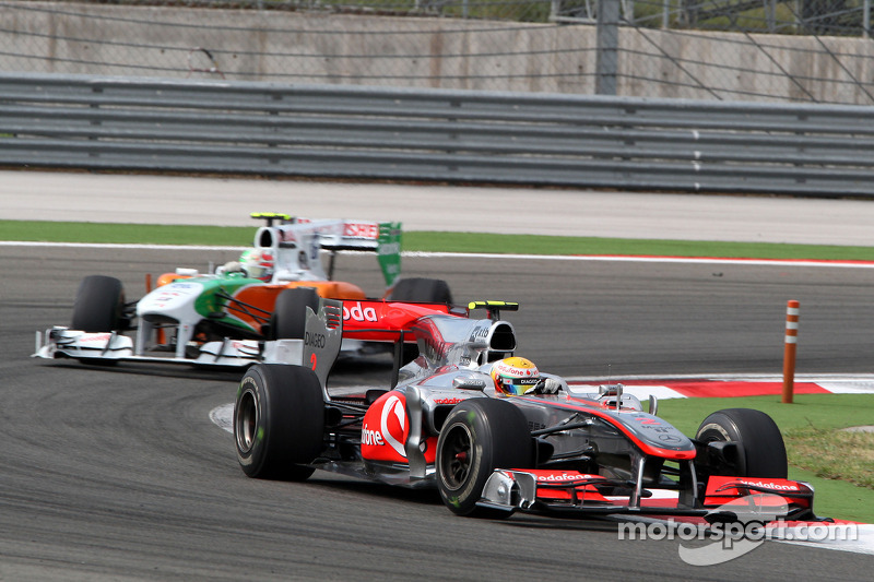 Lewis Hamilton, McLaren Mercedes ve Vitantonio Liuzzi, Force India F1 Team