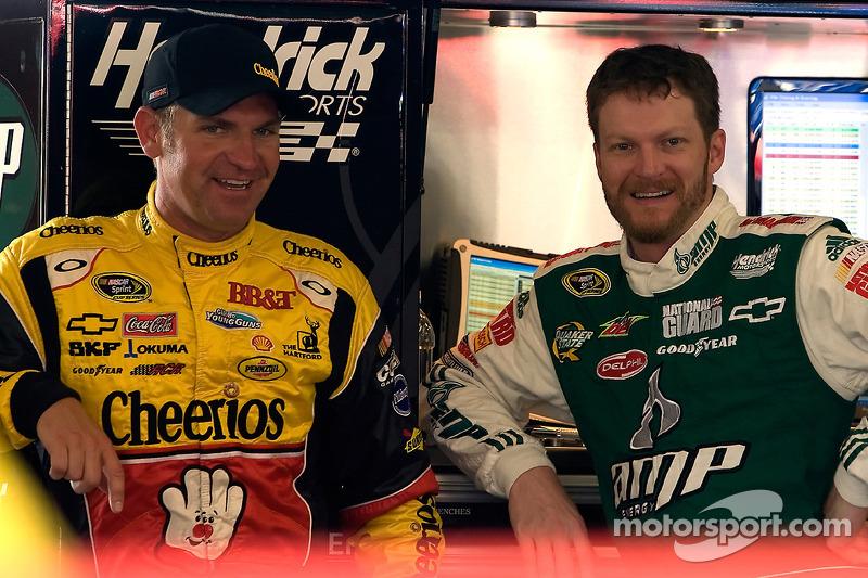 Clint Bowyer, Richard Childress Racing Chevrolet en Dale Earnhardt Jr., Hendrick Motorsports Chevrolet