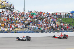 The aftermath of Mario Moraes, KV Racing Technology and Justin Wilson, Dreyer and Reinbold Racing crash