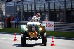 Максимилиан Гётц, Mercedes-AMG Team HWA, Mercedes-AMG C63 DTM во время гонки на тракторах