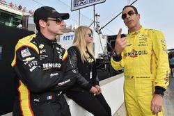 Simon Pagenaud, Team Penske Chevrolet and Helio Castroneves, Team Penske Chevrolet