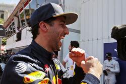 Daniel Ricciardo, Red Bull Racing celebra su posición del pole en parc ferme