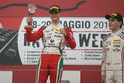 2. yarış podyum: Kazanan Mick Schumacher, Prema Power Team  Mick Schumacher, Prema Power Team, 3. Job Van Uitert, Jenzer Motorsport