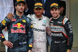 Podio: il vincitore della gara Lewis Hamilton, Mercedes AMG F1, il secondo classificato Daniel Ricciardo, Red Bull Racing, il terzo classificato Sergio Perez, Sahara Force India