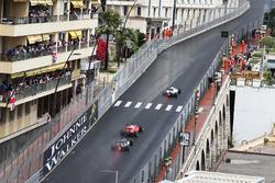 Felipe Massa, Williams FW38 leads Sebastian Vettel, Ferrari SF16-H e Nico Hulkenberg, Sahara Force India F1 VJM09