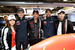 Макс Ферстаппен і Даніель Ріккардо, Red Bull Racing, китайський співак, G.E.M., китайський актор Лі Йіфен та актор Патрік Демпсі