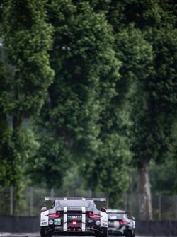 رقم 92 بورشه موتورسبورت بورشه 911 آر إس آر: إيرل بامبر، فريديريك ماكوفيكي، يورغ بيرمغمايستر