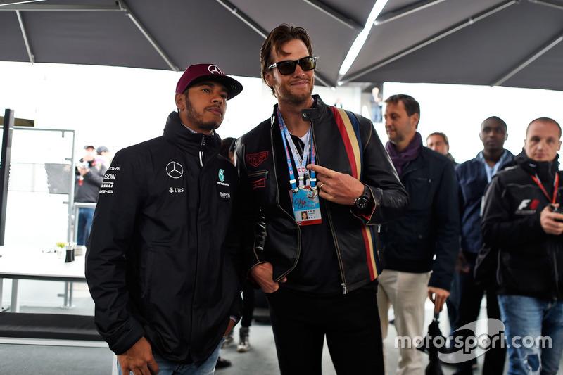 Lewis Hamilton, Mercedes AMG F1 con Tom Brady, Quarterback de patriotas de Nueva Inglaterra