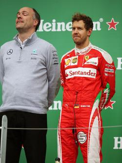Себастьян Феттель, Ferrari празднует второе место на подиуме