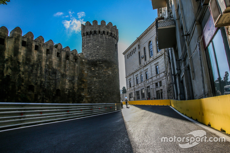 Circuito ciudad de Bakú en la curva 10 con el castillo