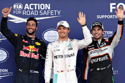 Qualifying top three in parc ferme (L to R): Daniel Ricciardo, Red Bull Racing RB12, third; Nico Rosberg, Mercedes AMG F1, pole position; Sergio Perez, Sahara Force India F1, second
