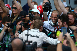 Nico Rosberg, Mercedes AMG Petronas F1 W07 celebrates with the team in parc ferme
