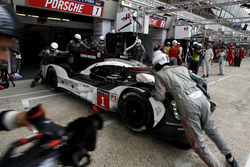 Boxenstopp: #1 Porsche Team, Porsche 919 Hybrid: Timo Bernhard, Mark Webber, Brendon Hartley