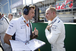 Valtteri Bottas, Williams, avec son ingénieur de course Jonathan Eddolls Williams, sur la grille
